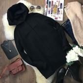 Удобное классическое пальто прямого покроя с капюшоном