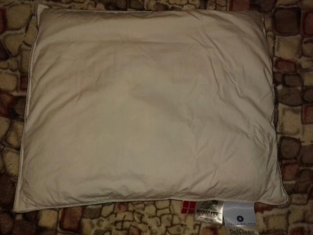 Отличная маленькая пуховая подушка пр-ва Дании,вме сертификаты качества фото №1