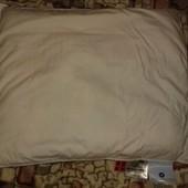 Отличная маленькая пуховая подушка пр-ва Дании,вме сертификаты качества