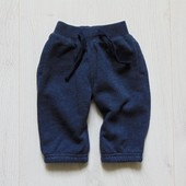 Стильные спортивные штаники для маленького модника. Внутри утеплены флисом. Gap. Размер 0-3 месяца.