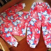 Махровая пижамка, очень теплая и красивая. На 2-4 года.