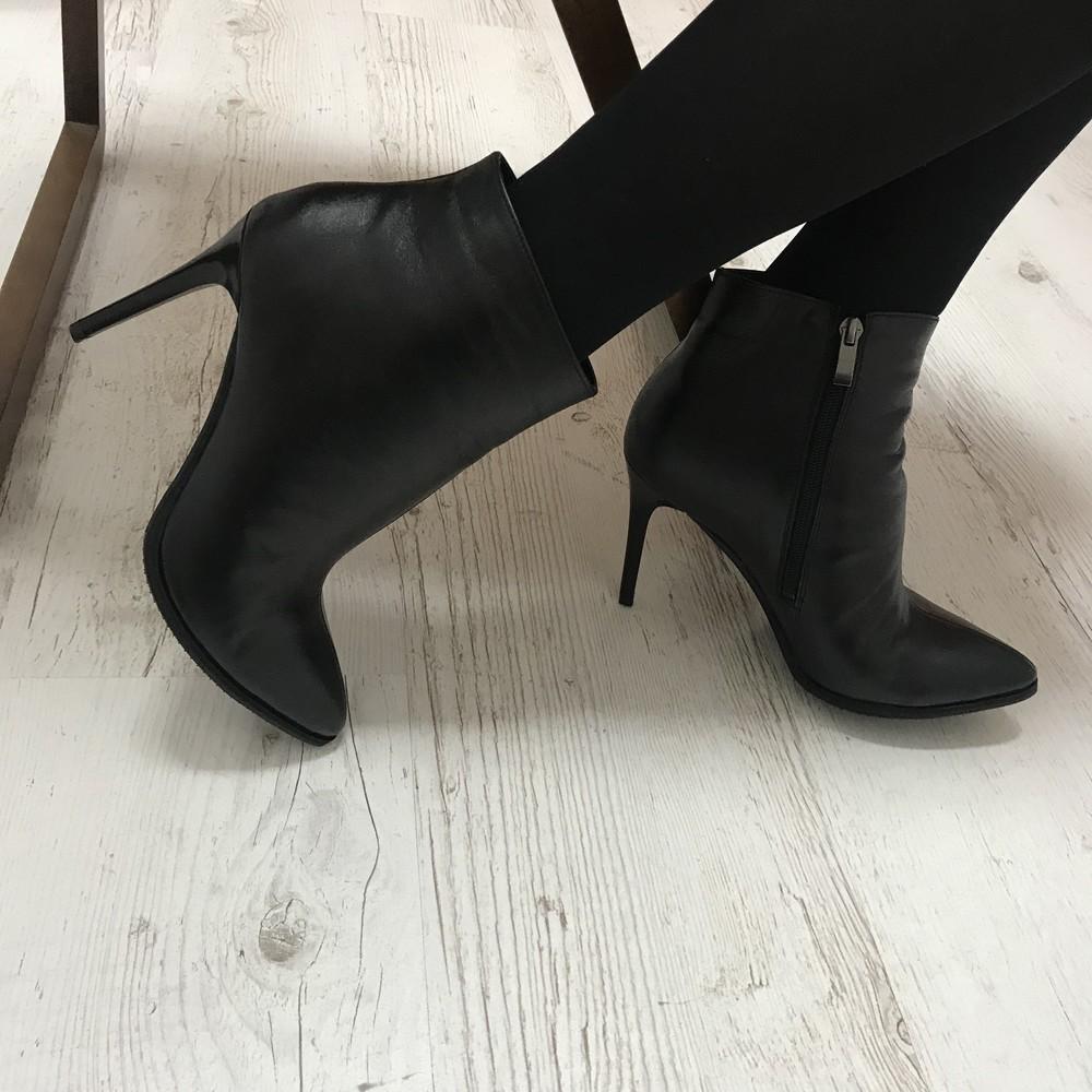 Элегантные кожаные ботинки на каблуке фото №1
