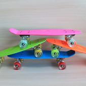 Скейт со светящимися колесами