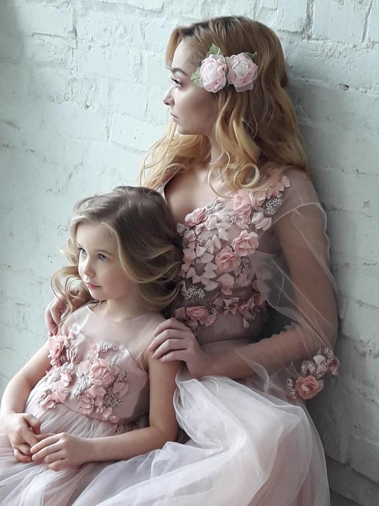 Заколка роза ручной работы,   резинка, цветы из шифона и атласных лент фото №1