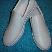 Белые кожаные слипоны, моксины бренд Calvin Klein р. 42