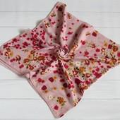 Хлопковый платок цветы нежно-розовый