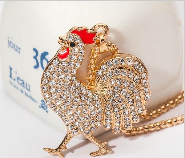 Модное ожерелье подвеска с кулоном петух в камнях фото №1
