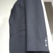 Солідний новий чорний костюм у полоску