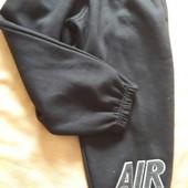 Тёплые штаны Nike оригинал на 5-6лет.
