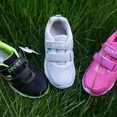 Легкие весенние кроссовки.Стелька кожа