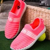 Яркие удобные женские кроссовки без шнурков