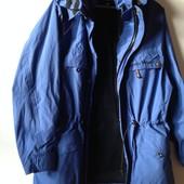 Фирменная куртка ветровка с капюшоном в идеальном состоянии
