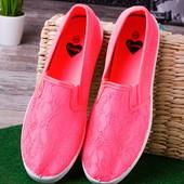 Стильные яркие розовые женские мокасины с сеткой