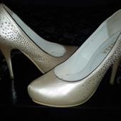 Очень красивые туфли р.38 цвет айвори Vanessa