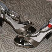 Новые женские босоножки M&S Англия 25.7 см стелька