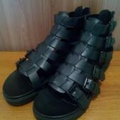 Новьіе сандали Mango 26,5см стелька Испания