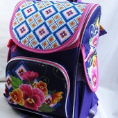 Школьный рюкзак для девочки . Рюкзак с ортопедической спинкой .