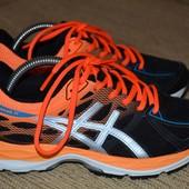 отличные кроссовки Асикс 22.5 см