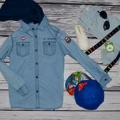 7 - 8 лет 128 см H&M фирменная обалденная рубашка джинсовая с капюшоном и нашивками