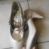 Туфли в отличном состоянии, стелька - 24см. New Look