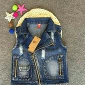 Крутая джинсовая жилетка вашему стиляге