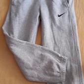 Спортивные штаны Nike на рост 128-137см.