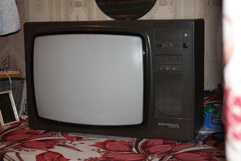 Также кинескопный телевизор на полупроводниках имеет очень мало меди (не более граммов).