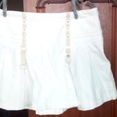 Белая пляжная юбка на бедрах, размер L. Нюанс.