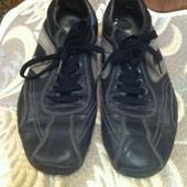 Кроссовки из натуральной кожи р-р 42, бренд Casual, очень хорошее состояние
