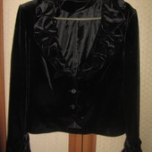 Шикарный пиджак из бархата с интересным оформлением воротника и манжет