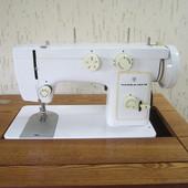"""Швейная машина """"Чайка 142 М"""" с набором принадлежностей, маслом для смазки, в хорошем состоянии."""
