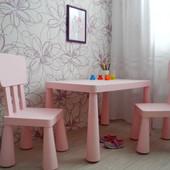 Детский стол от IKEA.Три цвета:розовый,голубой и зеленый