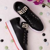 Стильные легкие женские кроссовки