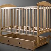 Детская кроватка Наталка с ящиком светлая с маятником