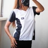 фирменная футболка с кожаными элементами