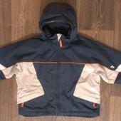 качественная всесезонная термо-куртка, на 5-6 лет