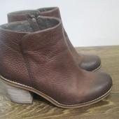 Демисезонные кожаные ботинки Clarks р.37.5