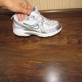 nike оригінал кросівки 22.5  см стєлькм