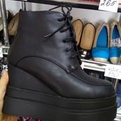 Стильные мега крутые ботинки на платформе и на танкетке