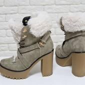 Люксовые замшевые Ботинки бежевого цвета украшены эко-мехом кролика код Ж Б-17083