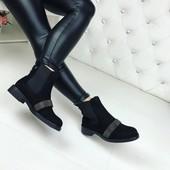 код 250 Ботинки на флисе и резиночках,  экозамш, цвет  черный выс. от пятки   13 см, каблук   3 см р