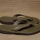 Фирменные вьетнамки из крослайта цвета хаки Crocs сша. M 8.  W 10