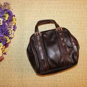Удобная маленькая сумочка на коротких ручках от Jane Norman