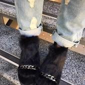 Зимние ботиночки с цепочкой.