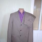 Солідний світло-коричневий костюм