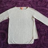 Красивые молочного цвета фирменные свитера