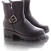 Зимние женские короткие ботинки на меху