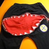 Штаны с пастью акулы на 5 - 6 лет.