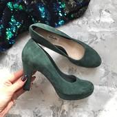 Новые замшевые туфли Clarks на устойчивом каблуке рр 38