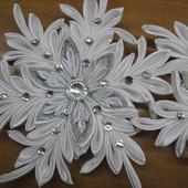Снежинка №8 белая с изгибами на заколке